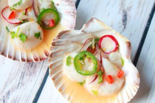 spicy scallop crudo